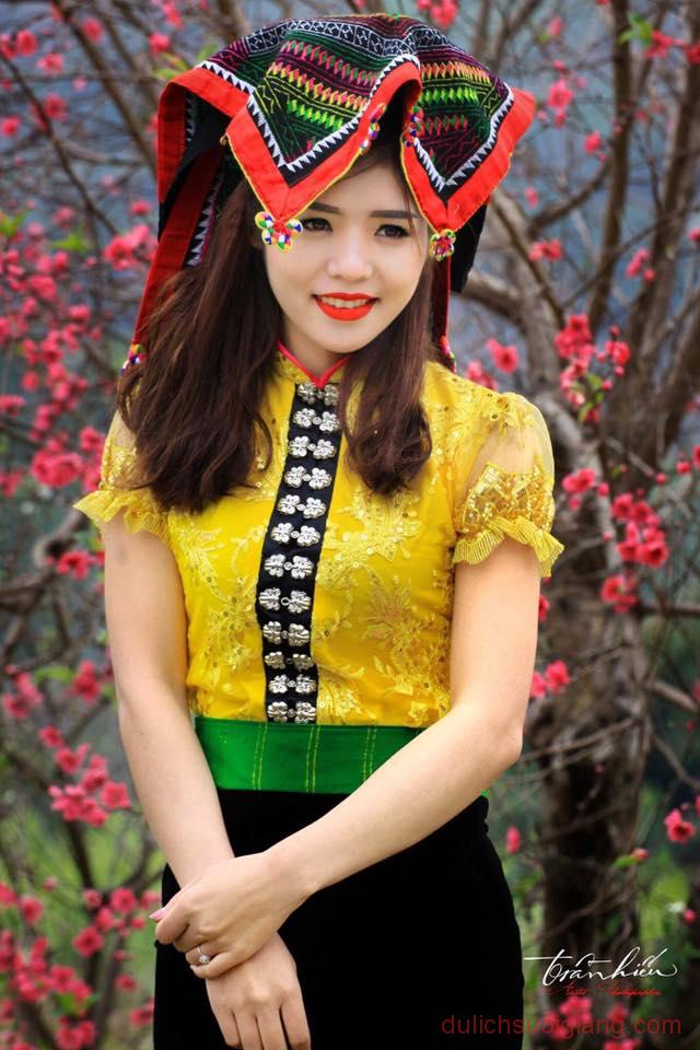ngam-hoa-dao-no-muon-tren-yen-bai-4