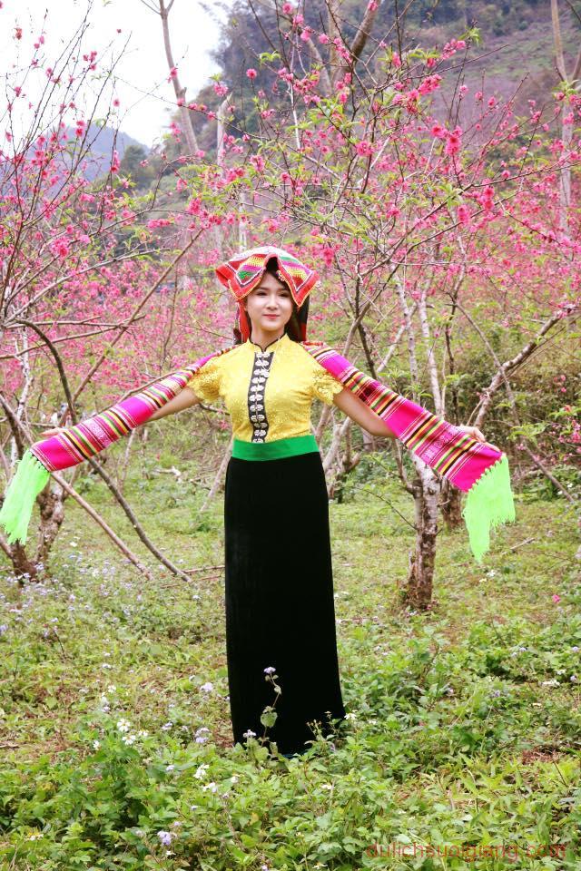 Ngam-hoa-Dao-no-muon-tai-Yen-Bai