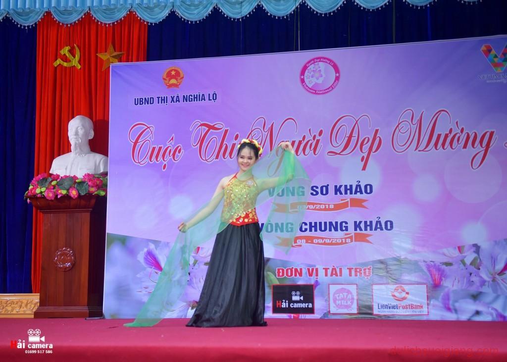 chung-khao-cuoc-thi-nguoi-dep-muong-lo-100