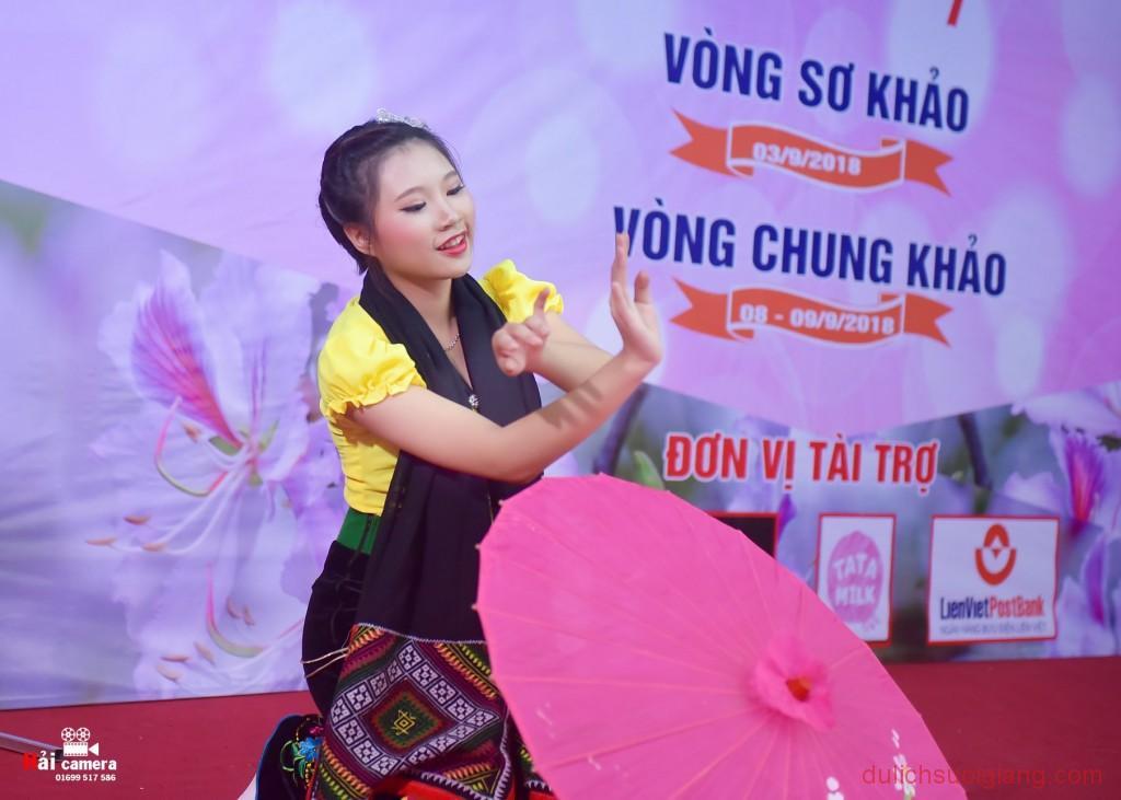 chung-khao-cuoc-thi-nguoi-dep-muong-lo-104