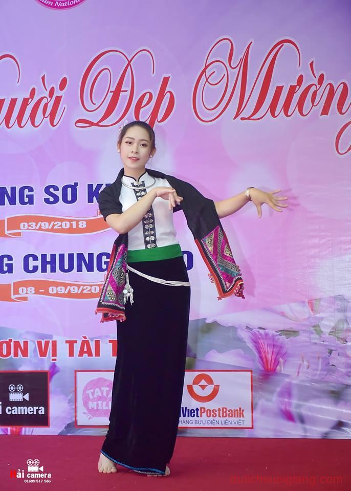 chung-khao-cuoc-thi-nguoi-dep-muong-lo-105