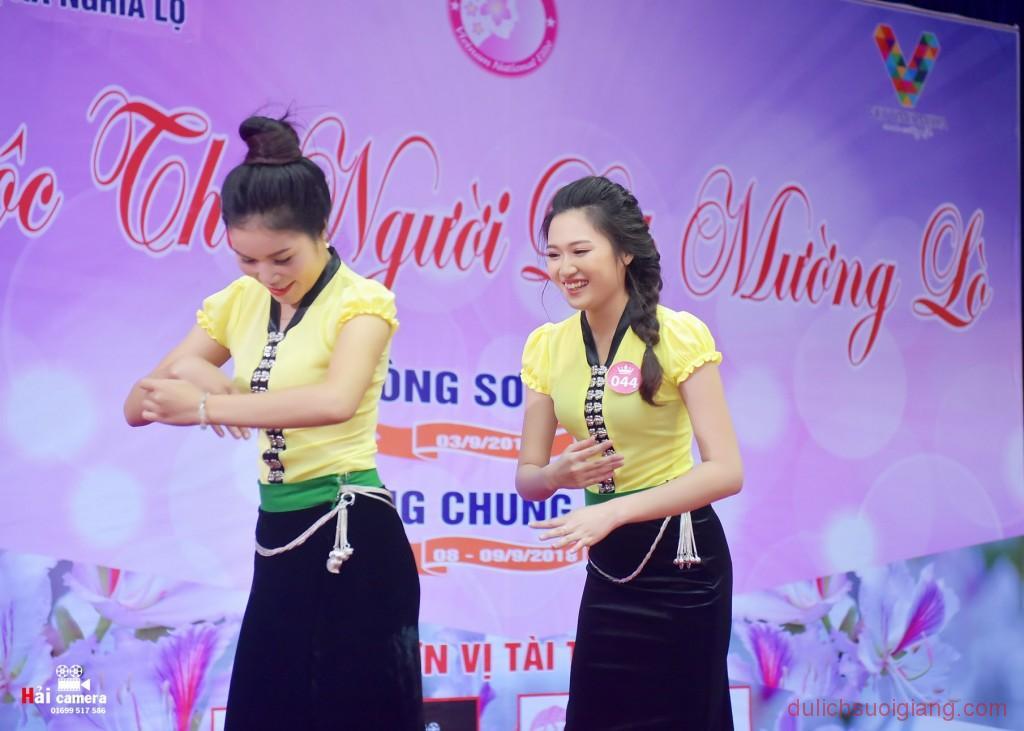 chung-khao-cuoc-thi-nguoi-dep-muong-lo-109