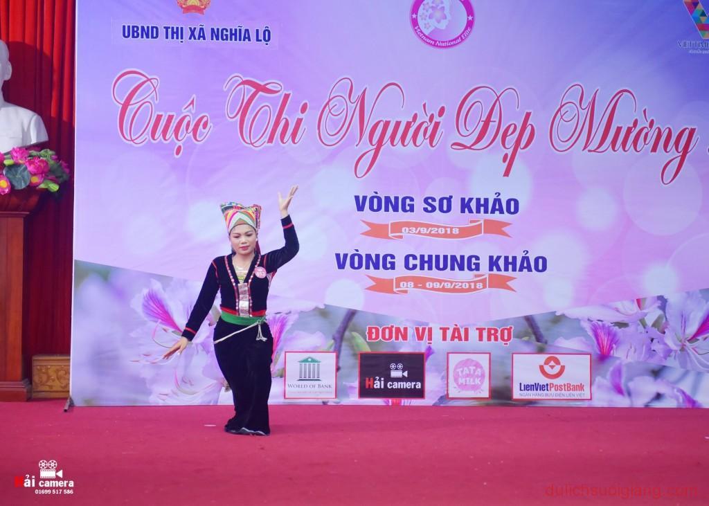 chung-khao-cuoc-thi-nguoi-dep-muong-lo-111