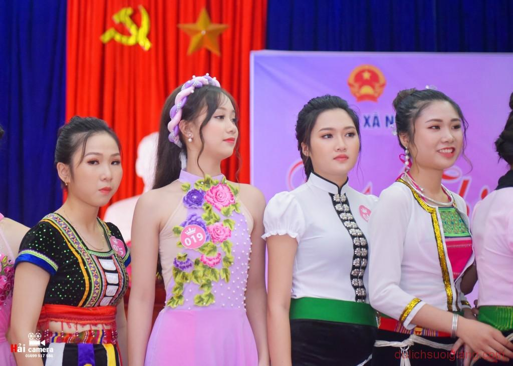 chung-khao-cuoc-thi-nguoi-dep-muong-lo-113