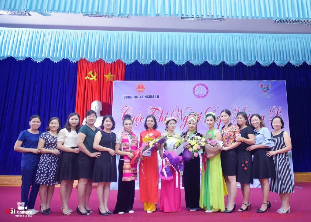 chung-khao-cuoc-thi-nguoi-dep-muong-lo-115