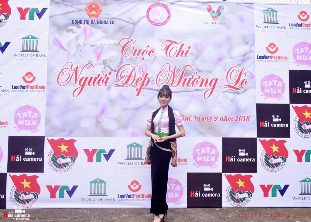 chung-khao-cuoc-thi-nguoi-dep-muong-lo-12