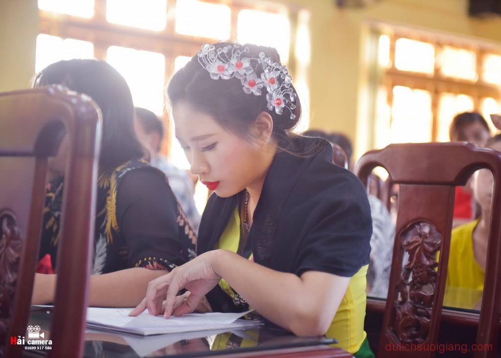 chung-khao-cuoc-thi-nguoi-dep-muong-lo-124