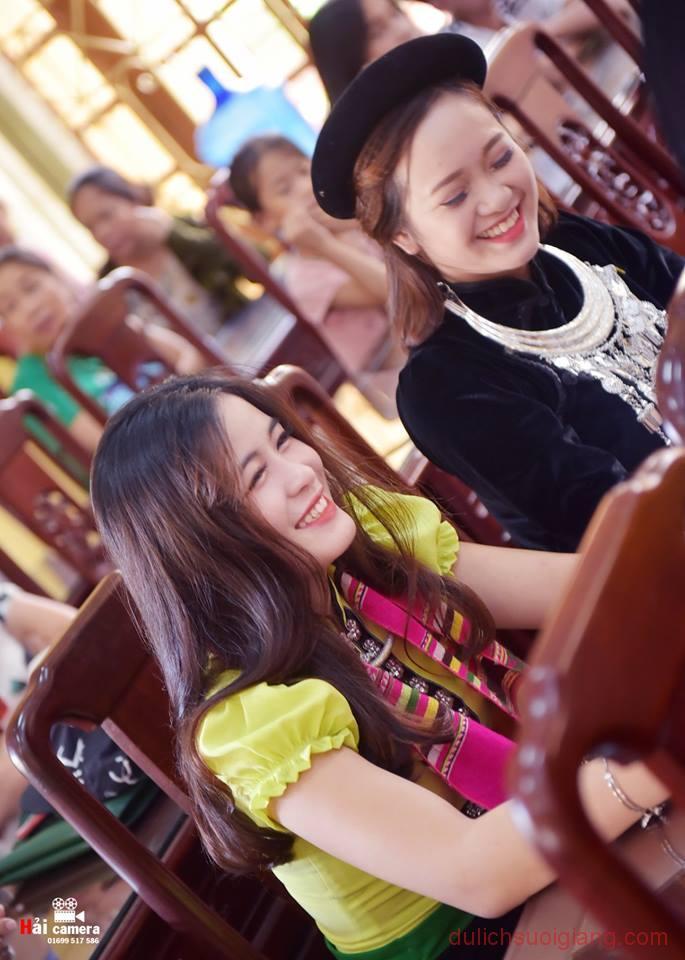chung-khao-cuoc-thi-nguoi-dep-muong-lo-127