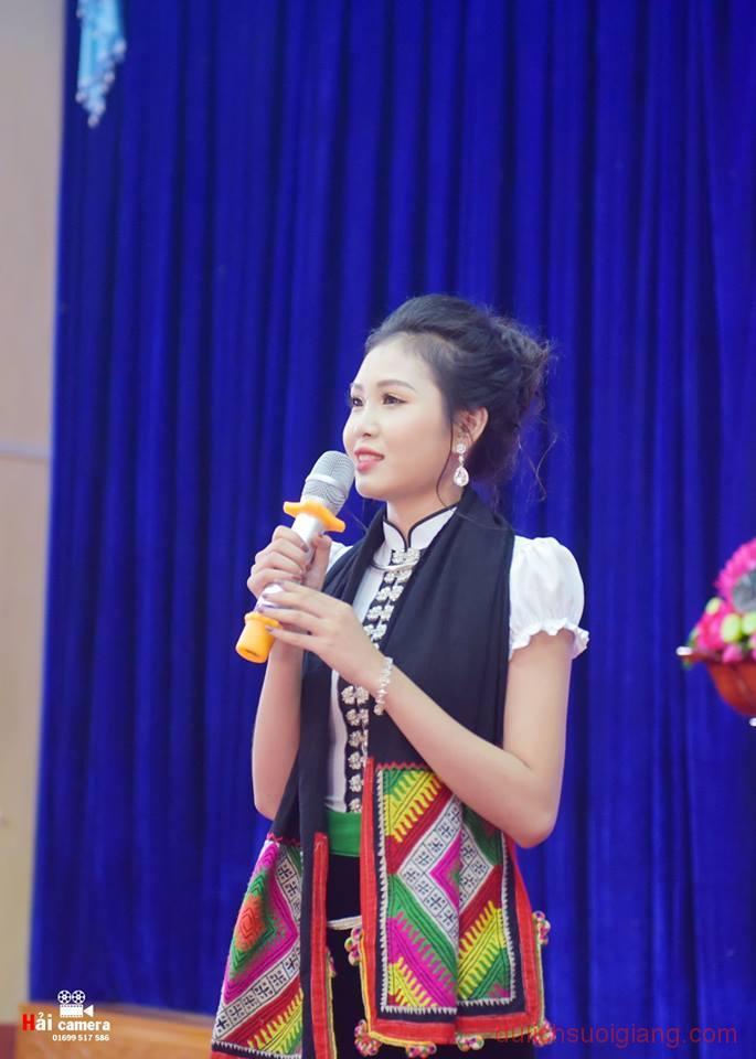 chung-khao-cuoc-thi-nguoi-dep-muong-lo-128