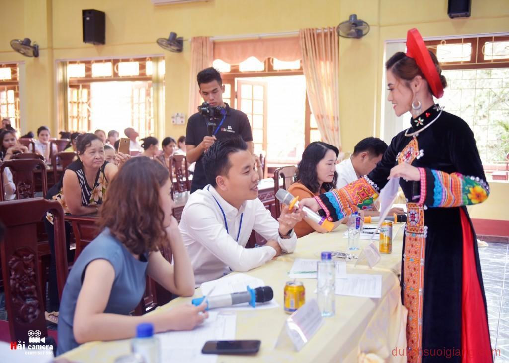 chung-khao-cuoc-thi-nguoi-dep-muong-lo-134