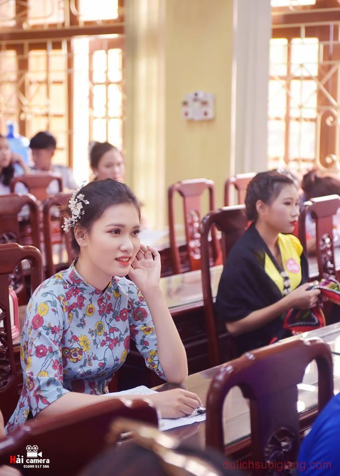 chung-khao-cuoc-thi-nguoi-dep-muong-lo-136