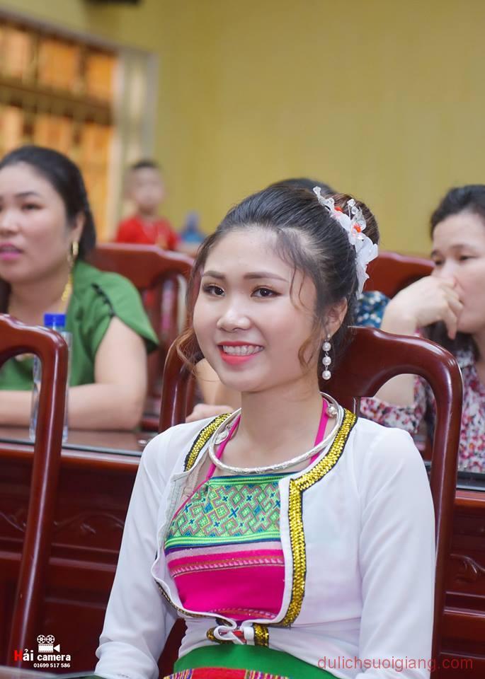 chung-khao-cuoc-thi-nguoi-dep-muong-lo-155