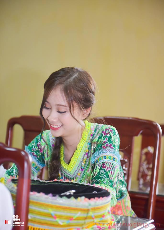 chung-khao-cuoc-thi-nguoi-dep-muong-lo-156