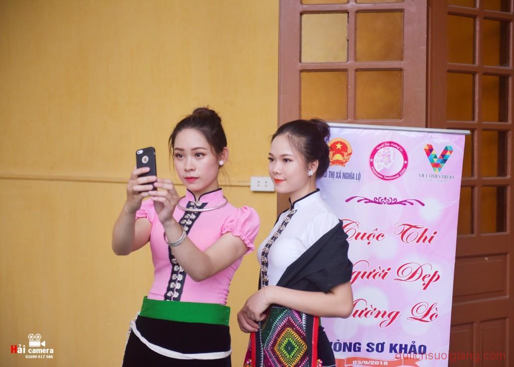 chung-khao-cuoc-thi-nguoi-dep-muong-lo-157