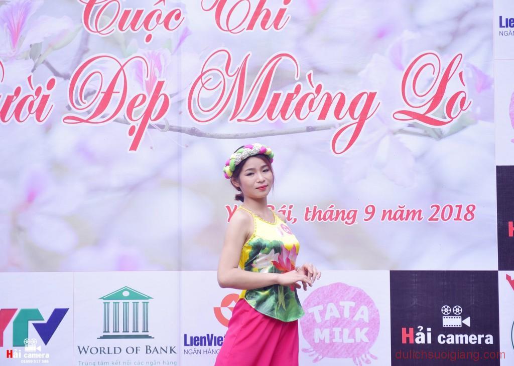 chung-khao-cuoc-thi-nguoi-dep-muong-lo-17