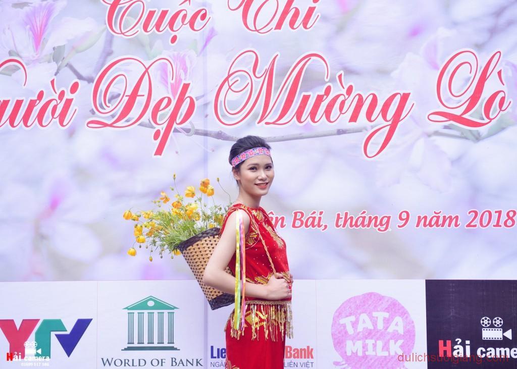 chung-khao-cuoc-thi-nguoi-dep-muong-lo-23