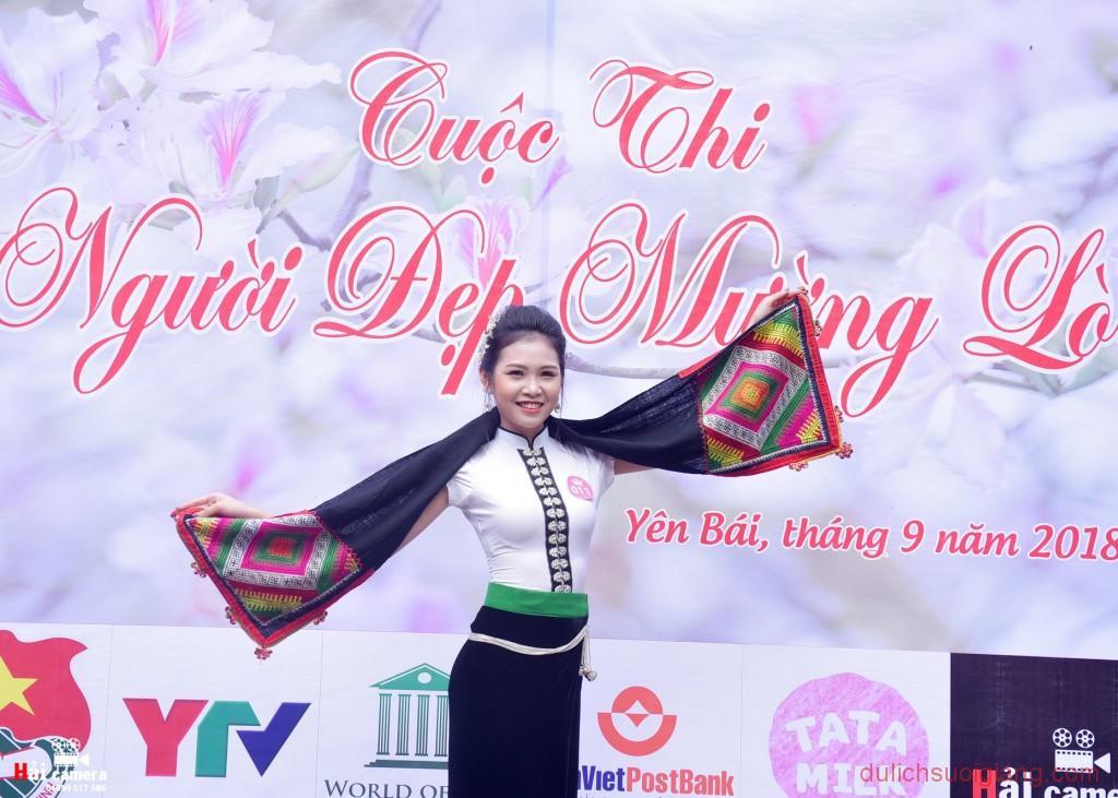 chung-khao-cuoc-thi-nguoi-dep-muong-lo-26