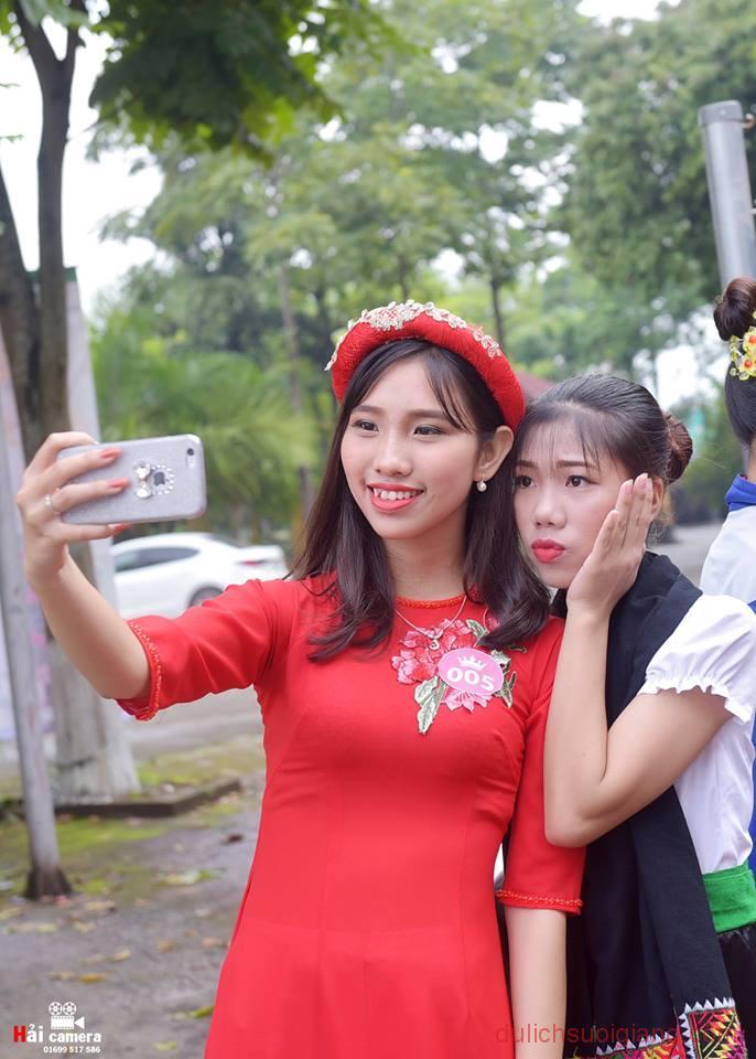 chung-khao-cuoc-thi-nguoi-dep-muong-lo-27