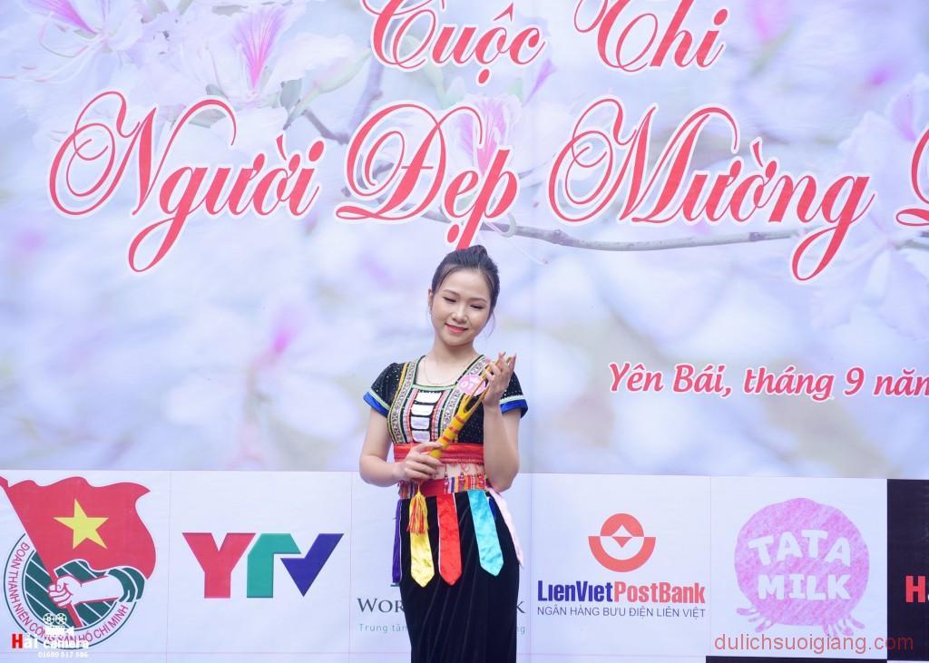 chung-khao-cuoc-thi-nguoi-dep-muong-lo-33
