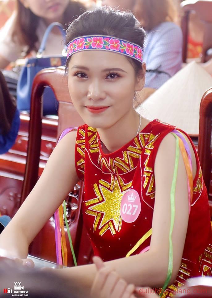 chung-khao-cuoc-thi-nguoi-dep-muong-lo-37