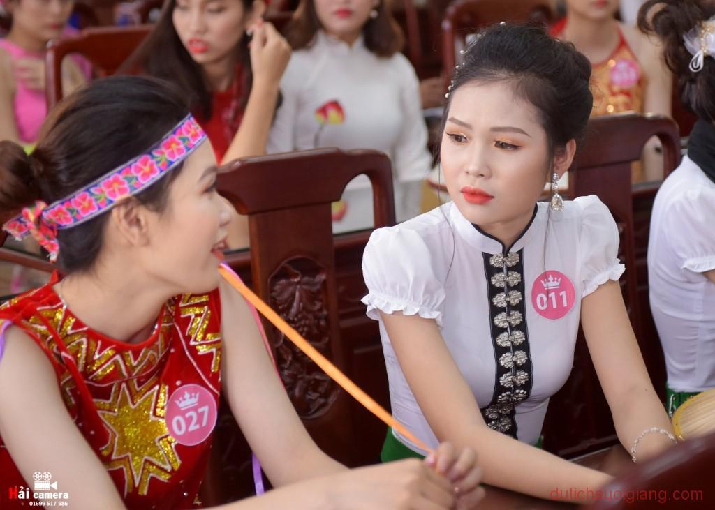 chung-khao-cuoc-thi-nguoi-dep-muong-lo-38