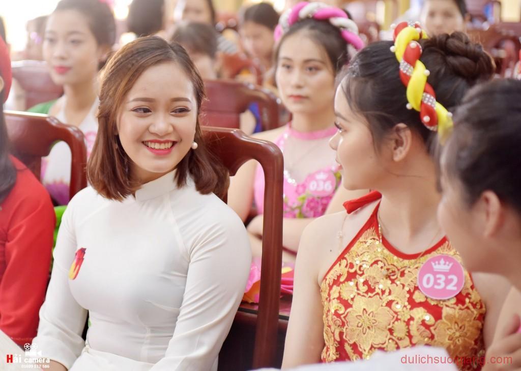 chung-khao-cuoc-thi-nguoi-dep-muong-lo-40