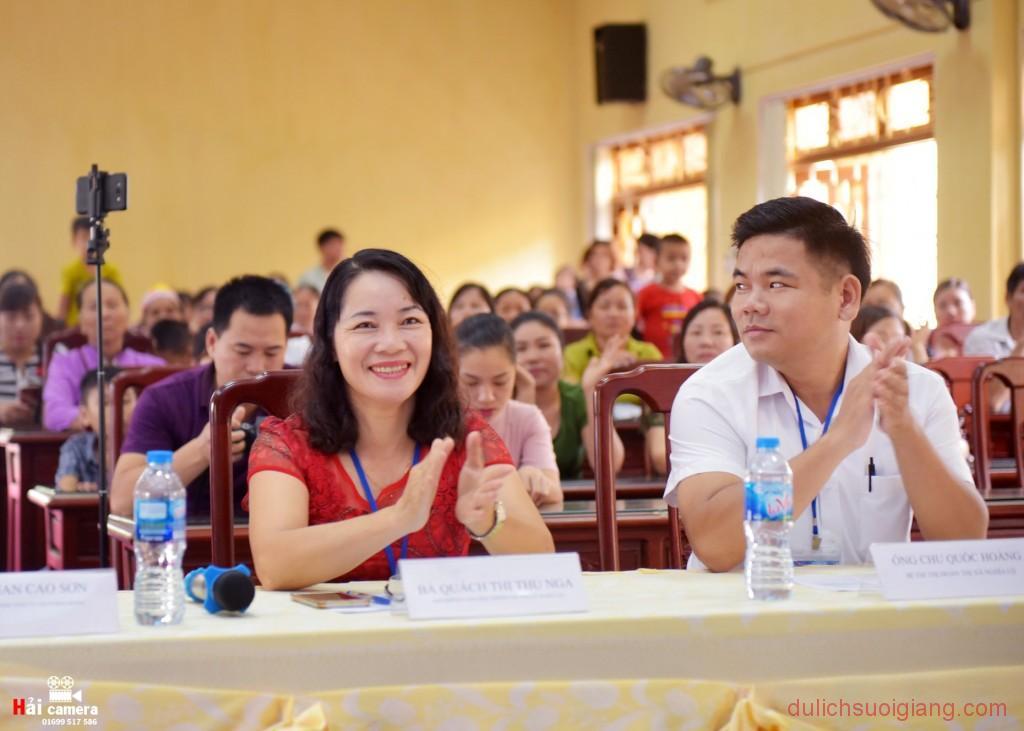 chung-khao-cuoc-thi-nguoi-dep-muong-lo-41