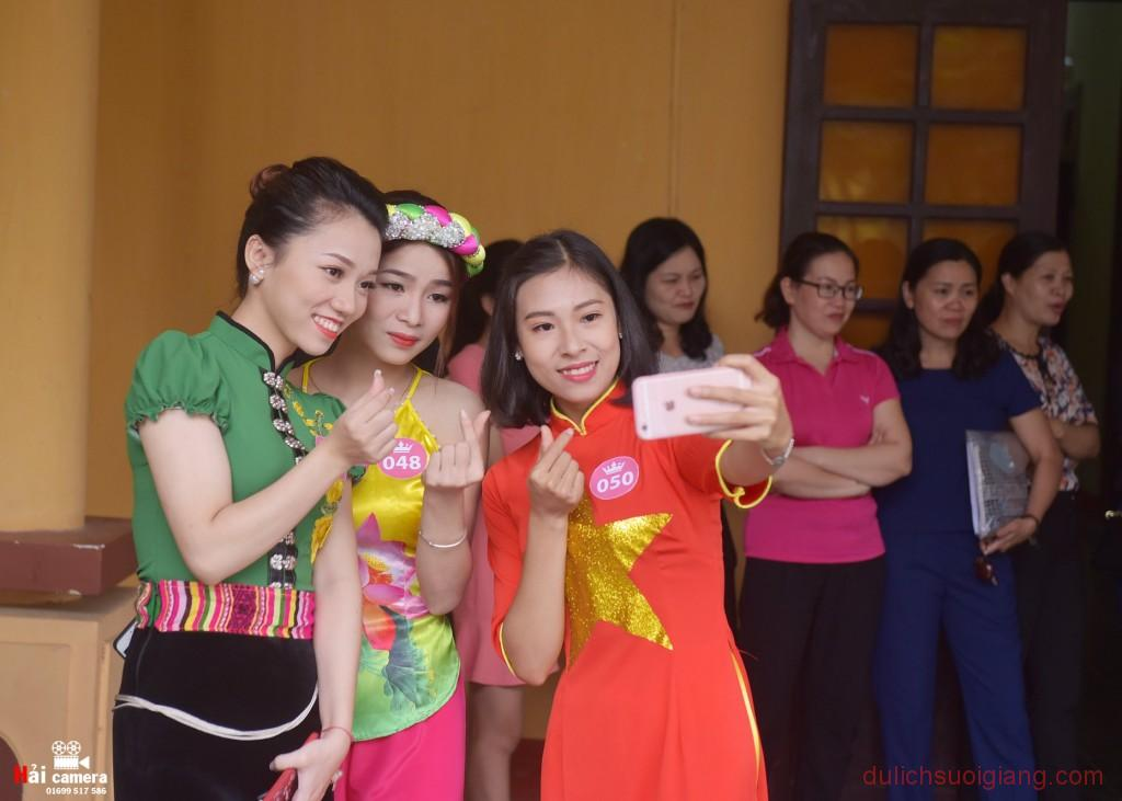 chung-khao-cuoc-thi-nguoi-dep-muong-lo-5