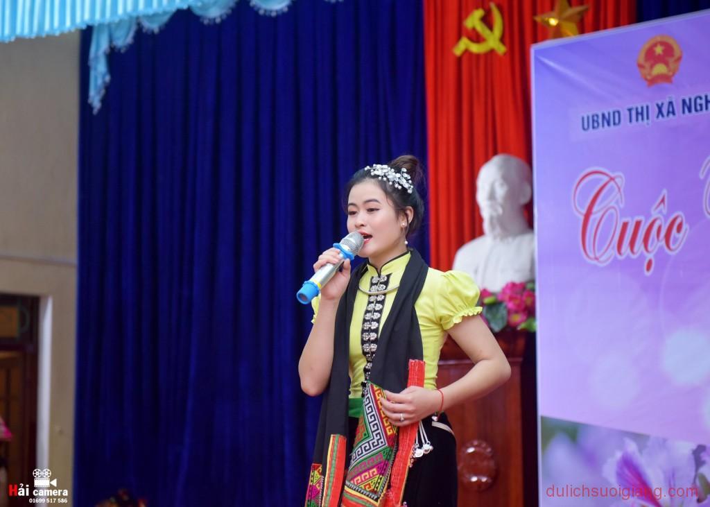 chung-khao-cuoc-thi-nguoi-dep-muong-lo-52