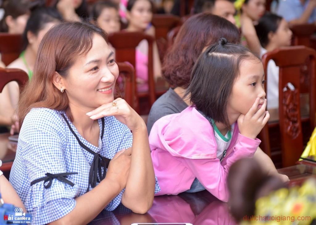 chung-khao-cuoc-thi-nguoi-dep-muong-lo-53