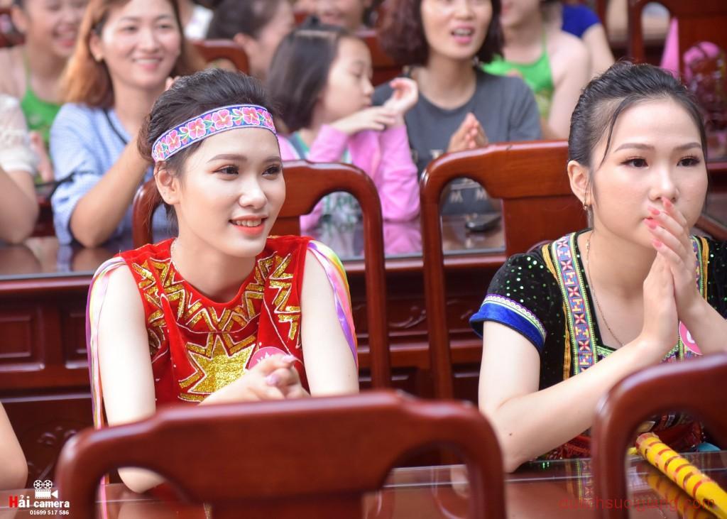 chung-khao-cuoc-thi-nguoi-dep-muong-lo-54