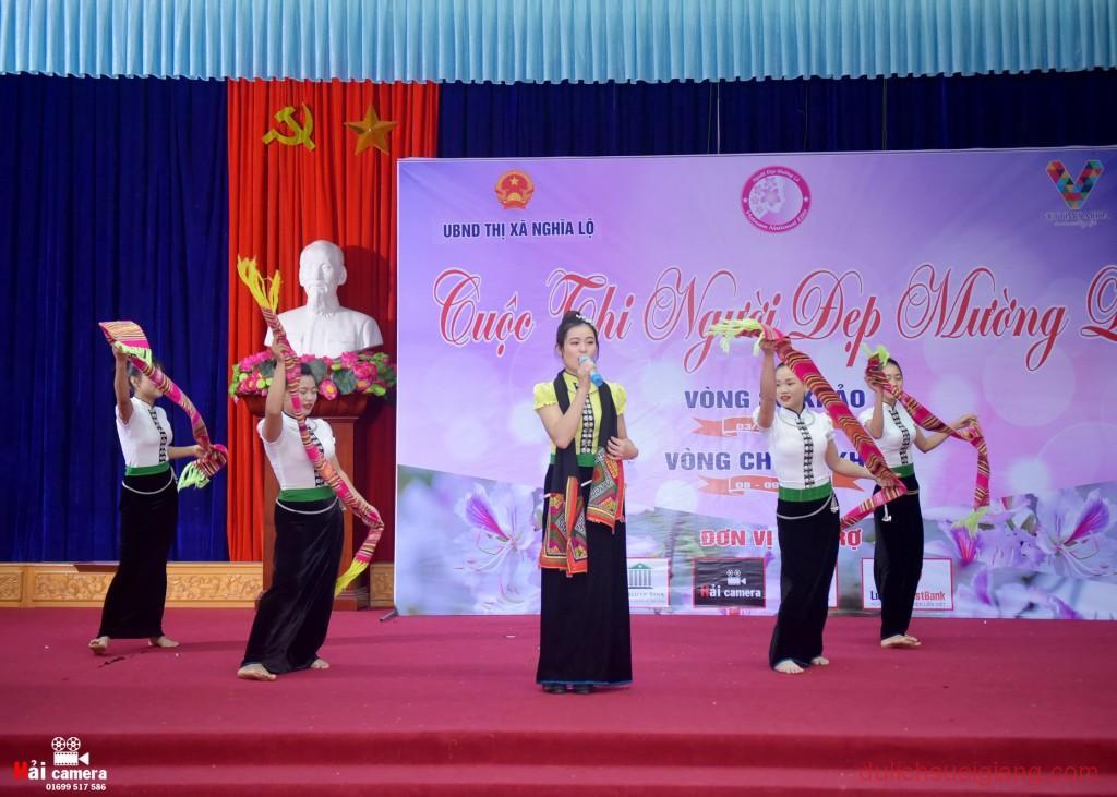 chung-khao-cuoc-thi-nguoi-dep-muong-lo-55