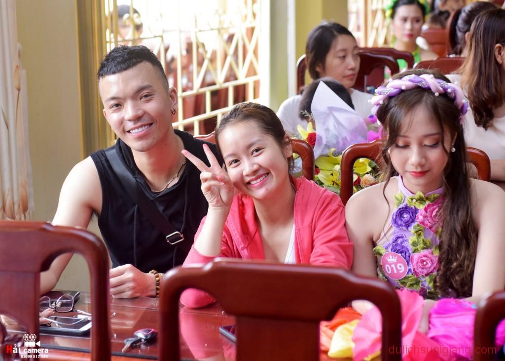 chung-khao-cuoc-thi-nguoi-dep-muong-lo-62