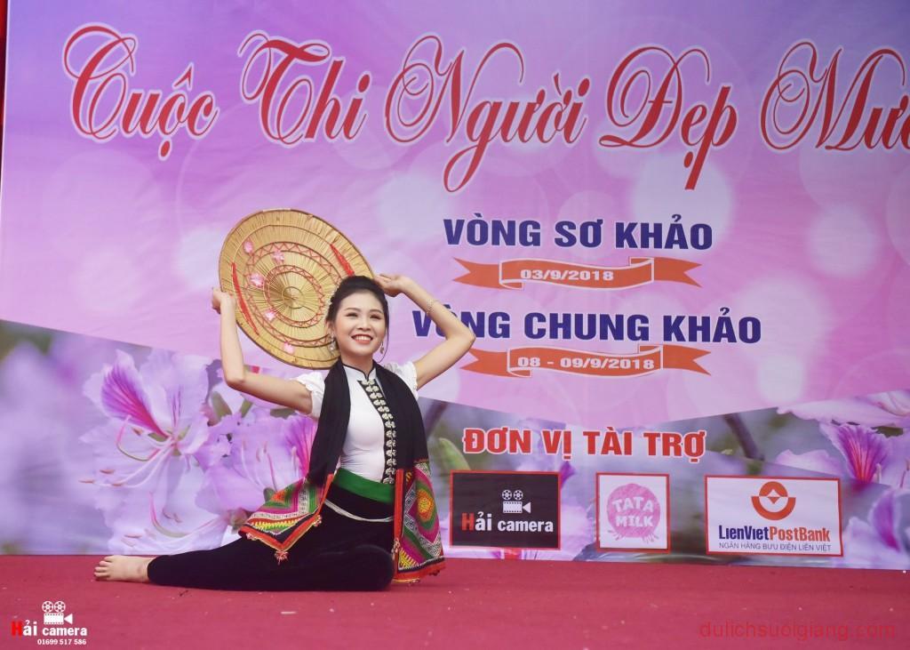 chung-khao-cuoc-thi-nguoi-dep-muong-lo-64