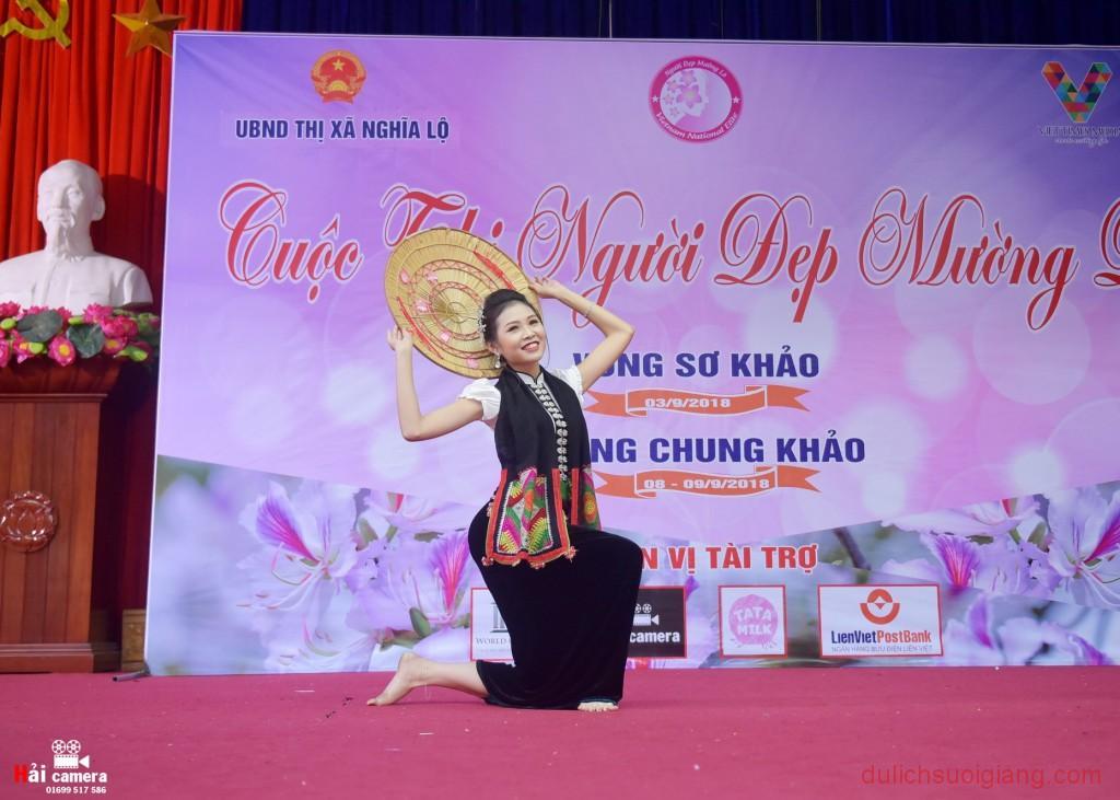 chung-khao-cuoc-thi-nguoi-dep-muong-lo-65