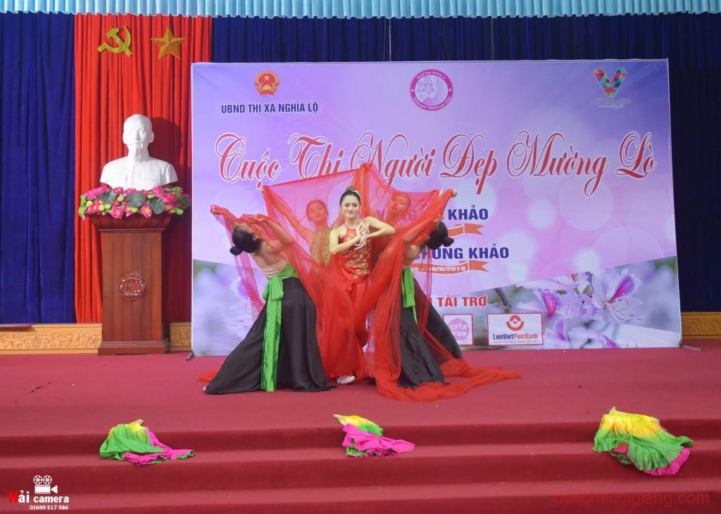 chung-khao-cuoc-thi-nguoi-dep-muong-lo-70