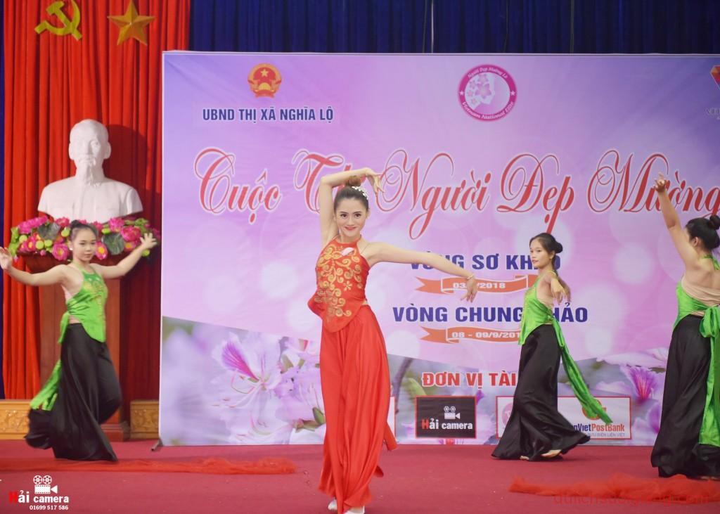 chung-khao-cuoc-thi-nguoi-dep-muong-lo-71