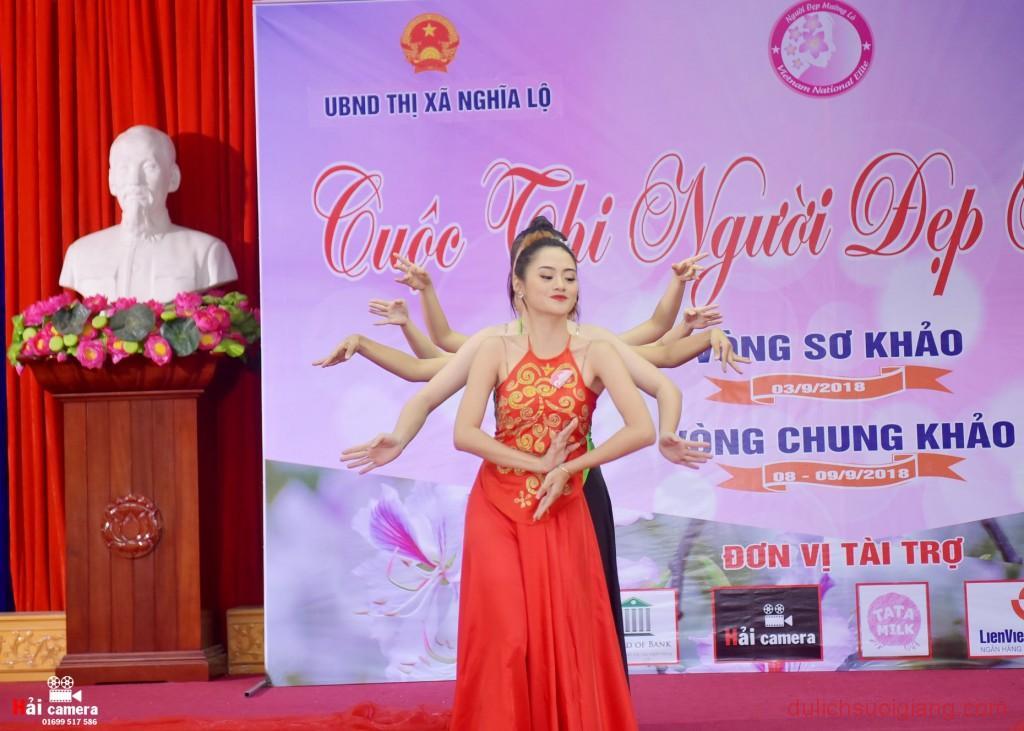 chung-khao-cuoc-thi-nguoi-dep-muong-lo-72