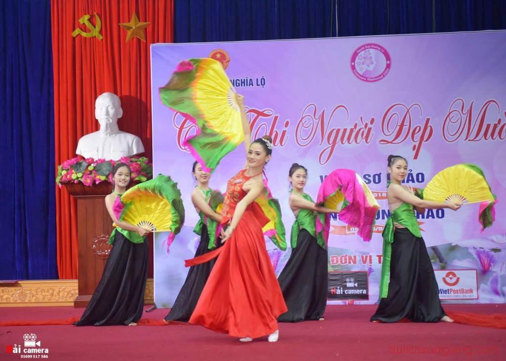 chung-khao-cuoc-thi-nguoi-dep-muong-lo-74