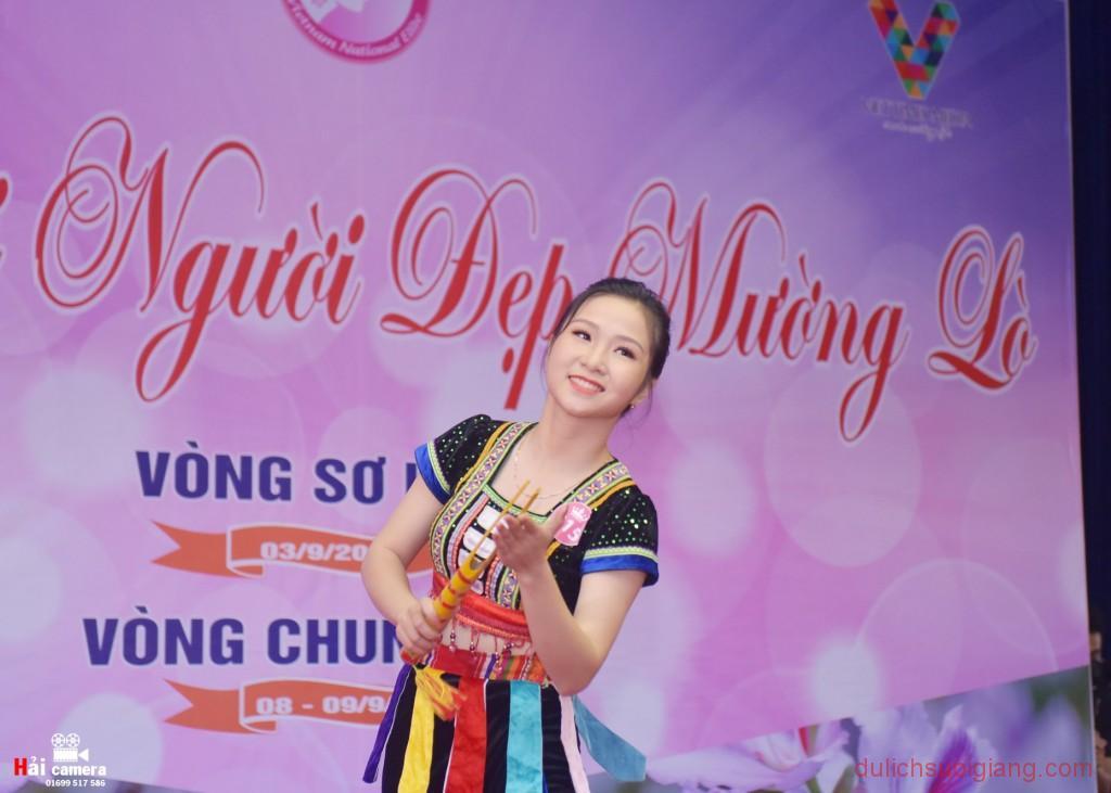 chung-khao-cuoc-thi-nguoi-dep-muong-lo-81