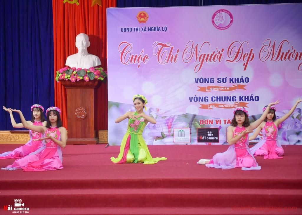 chung-khao-cuoc-thi-nguoi-dep-muong-lo-82