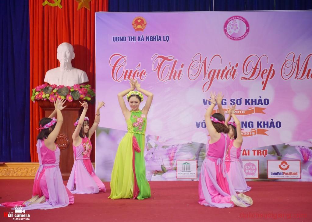 chung-khao-cuoc-thi-nguoi-dep-muong-lo-83