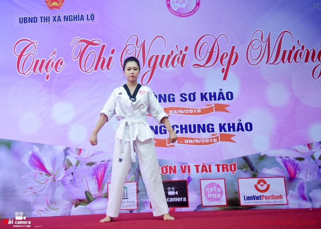 chung-khao-cuoc-thi-nguoi-dep-muong-lo-90