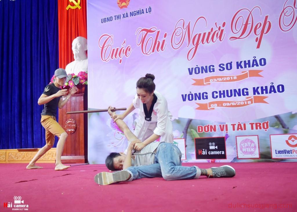chung-khao-cuoc-thi-nguoi-dep-muong-lo-91