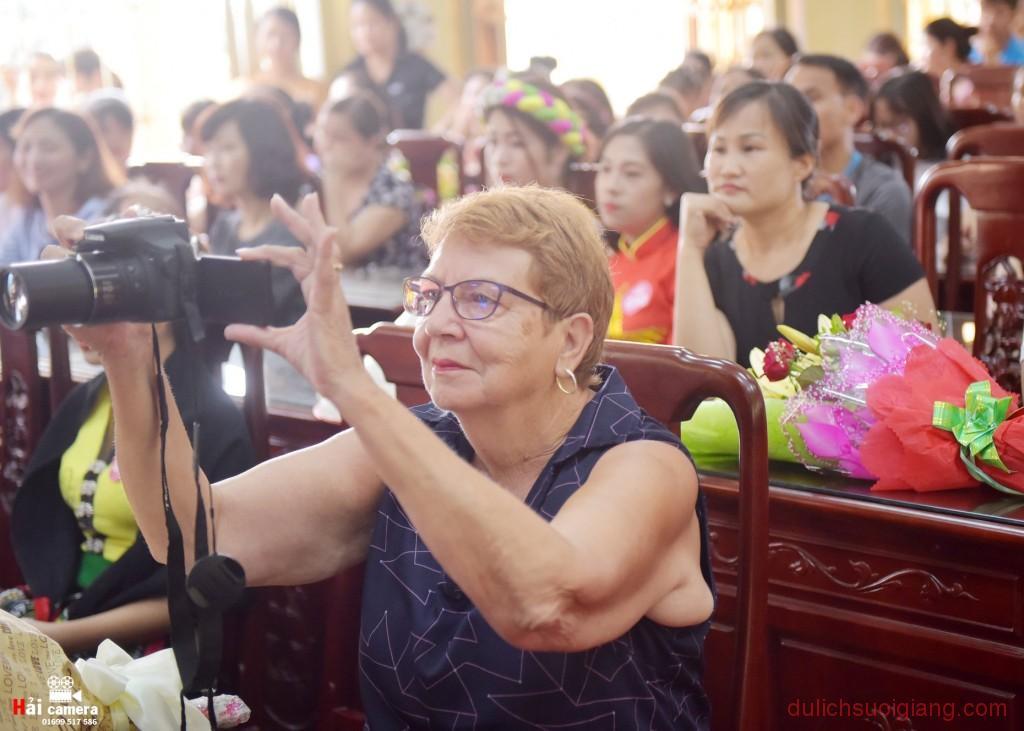 chung-khao-cuoc-thi-nguoi-dep-muong-lo-92