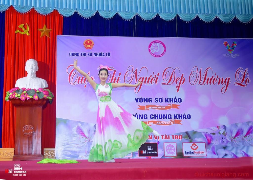 chung-khao-cuoc-thi-nguoi-dep-muong-lo-95