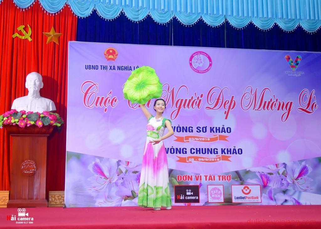 chung-khao-cuoc-thi-nguoi-dep-muong-lo-96