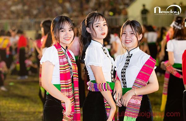 khai-mac-tuan-van-hoa-du-lich-muong-lo-v-ruong-bac-thang2019 (106)