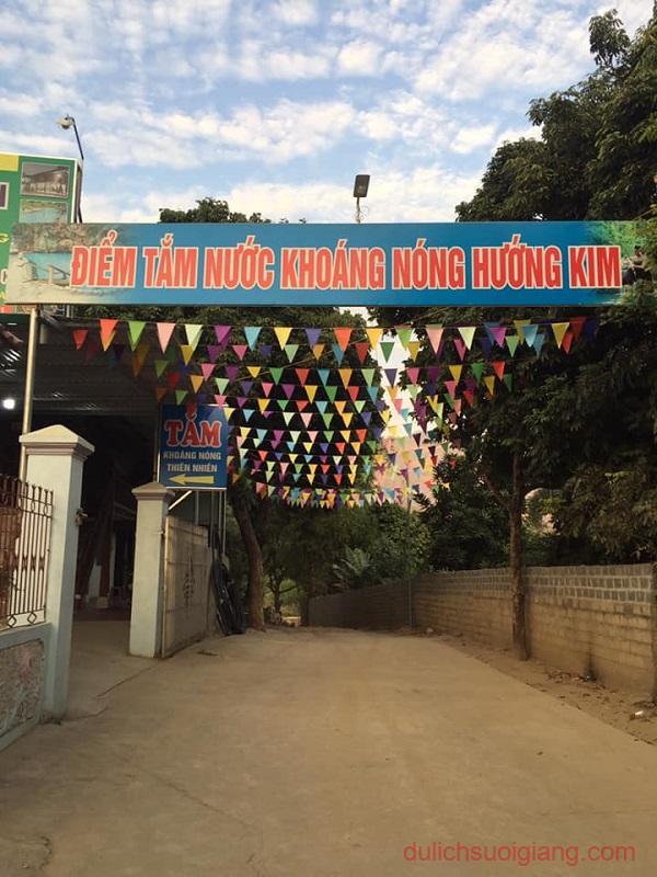 suoi-nuoc-nong-hometay-ban-hoc-van-chan-yen-bai (2)